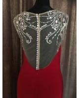 луксозна рокля в наситено червено с декоративни кристали в ултра малък размер
