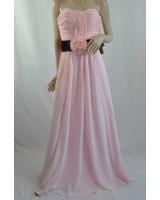 романтична шифонена рокля с цвете без презрамки