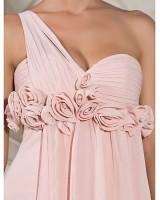 маркова официална рокля обсипана с цветя с едно рамо