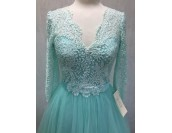 маркова абитуриентска рокля с дълъг ръкав в мента