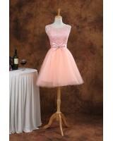 къса официална рокля с декорация от дантела и пандела